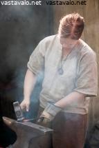Käsi työläinen leikkuu laite koukku ylös